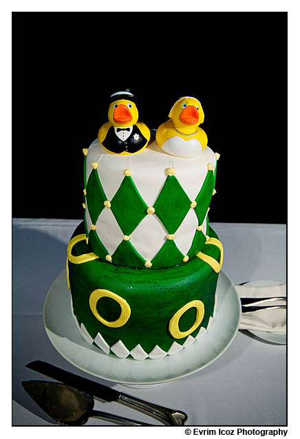 oregon ducks wedding cake